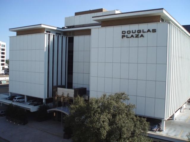 Douglasplaza1